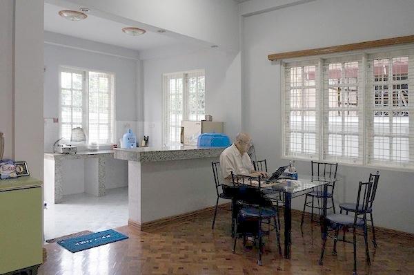 ミャンマー 無料 宿泊 滞在 ゲストハウス キッチン&ダイニング